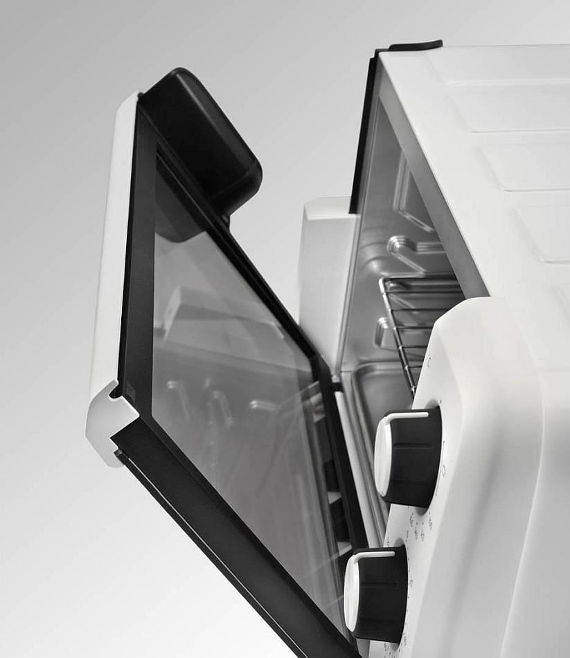 DeLonghi EO 12012 W с приоткрытой дверцей