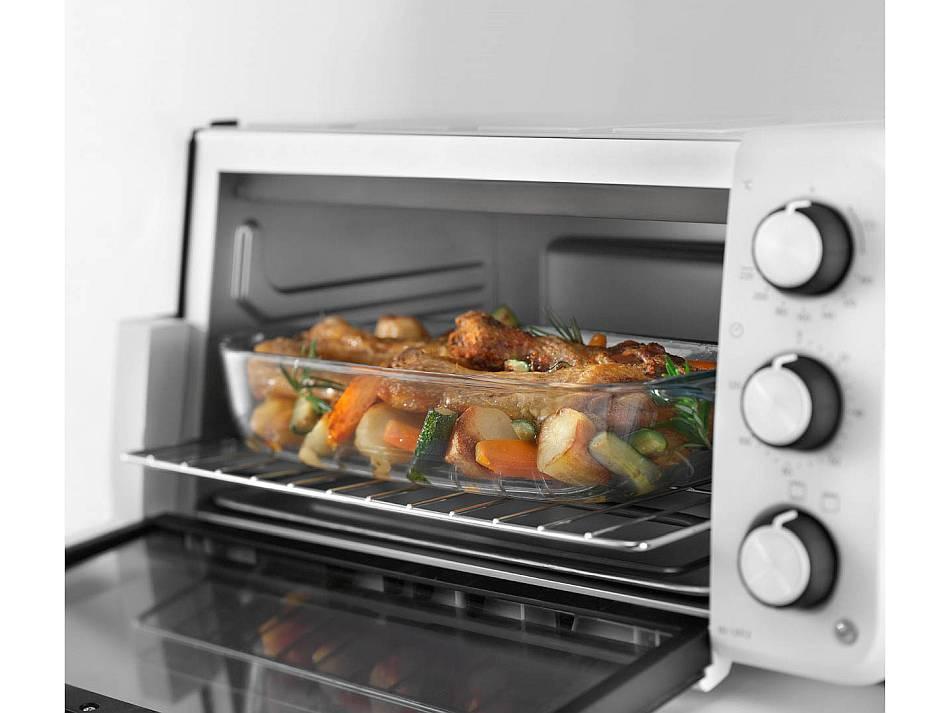Минипечь DeLonghi EO 12012 W с готовым блюдом
